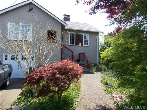 Main Photo: 3301 Kingsley St in VICTORIA: SE Mt Tolmie Single Family Detached for sale (Saanich East)  : MLS®# 699900