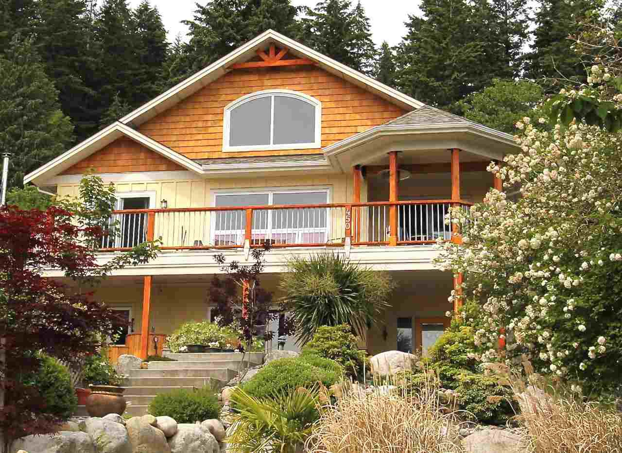 """Main Photo: 450 CENTRAL Avenue in Gibsons: Gibsons & Area House for sale in """"Granthams Landing"""" (Sunshine Coast)  : MLS®# R2083036"""