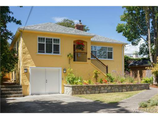 Main Photo: 958 Oliver St in VICTORIA: OB South Oak Bay Single Family Detached for sale (Oak Bay)  : MLS®# 736547