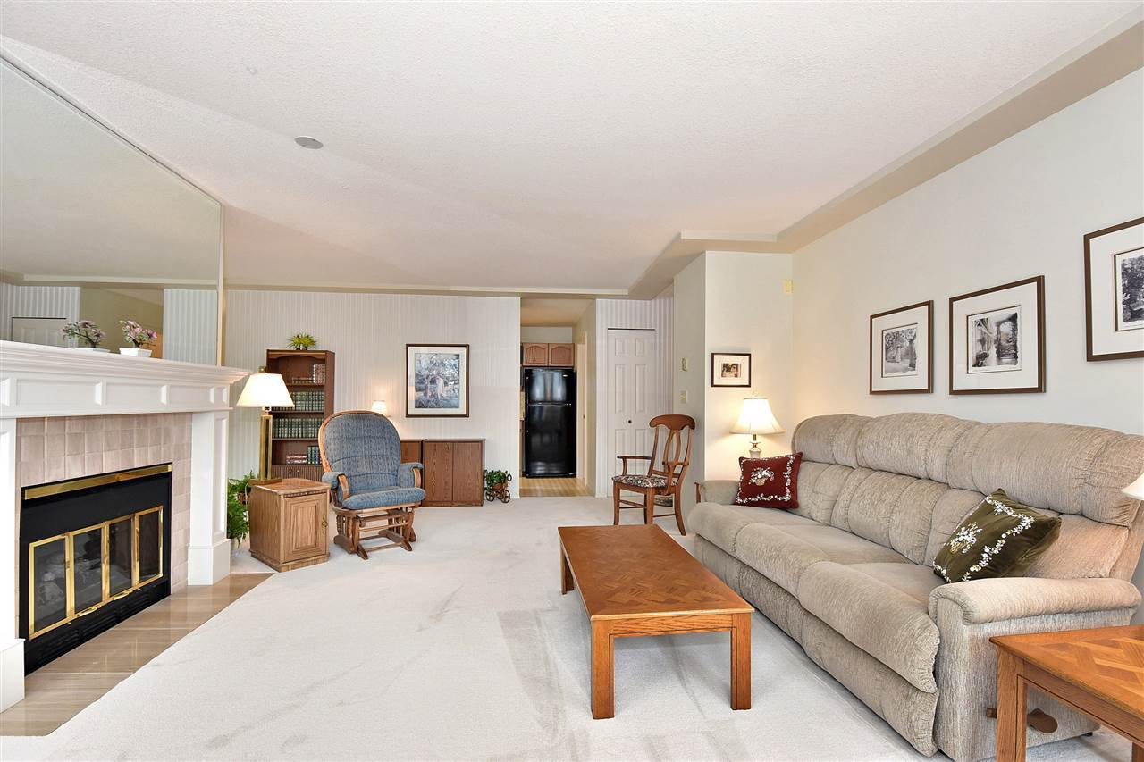 """Photo 5: Photos: 254 8611 ACKROYD Road in Richmond: Brighouse Condo for sale in """"TIFFANY GRAND"""" : MLS®# R2127148"""