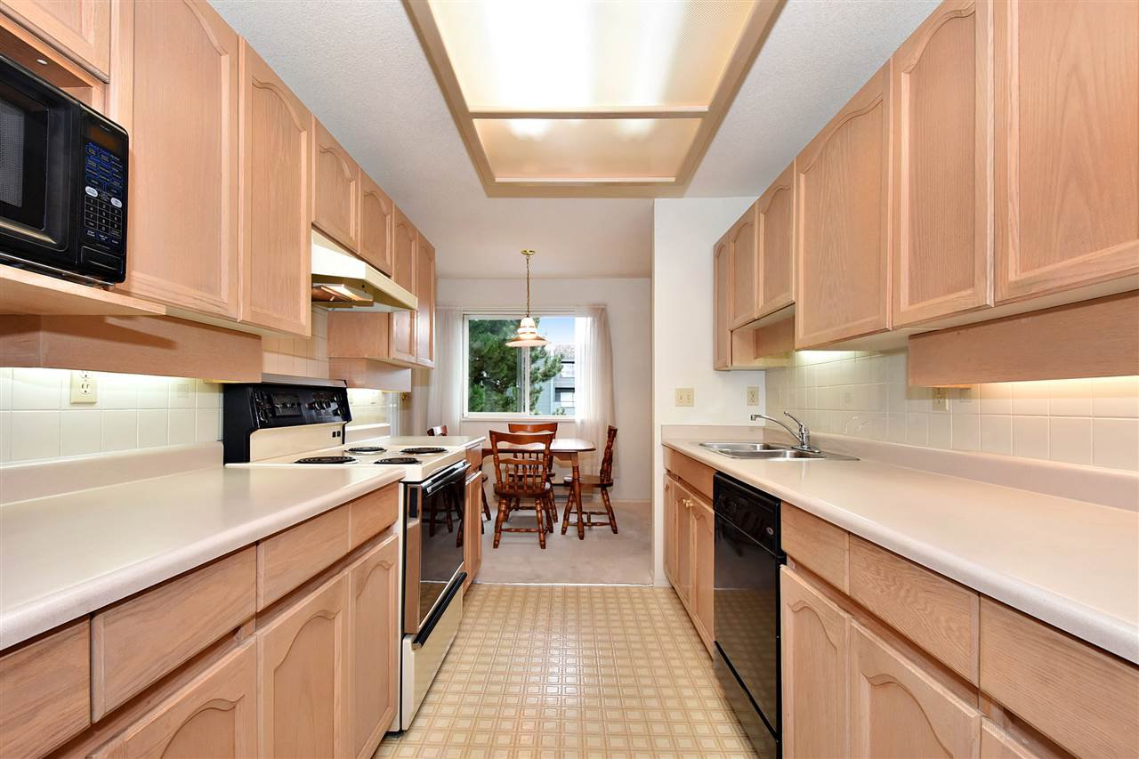 """Photo 11: Photos: 254 8611 ACKROYD Road in Richmond: Brighouse Condo for sale in """"TIFFANY GRAND"""" : MLS®# R2127148"""