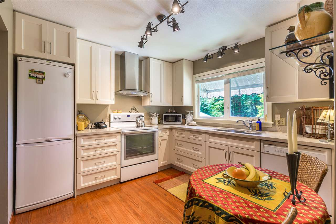 Photo 6: Photos: 8594 REDROOFFS Road in Halfmoon Bay: Halfmn Bay Secret Cv Redroofs House for sale (Sunshine Coast)  : MLS®# R2177411