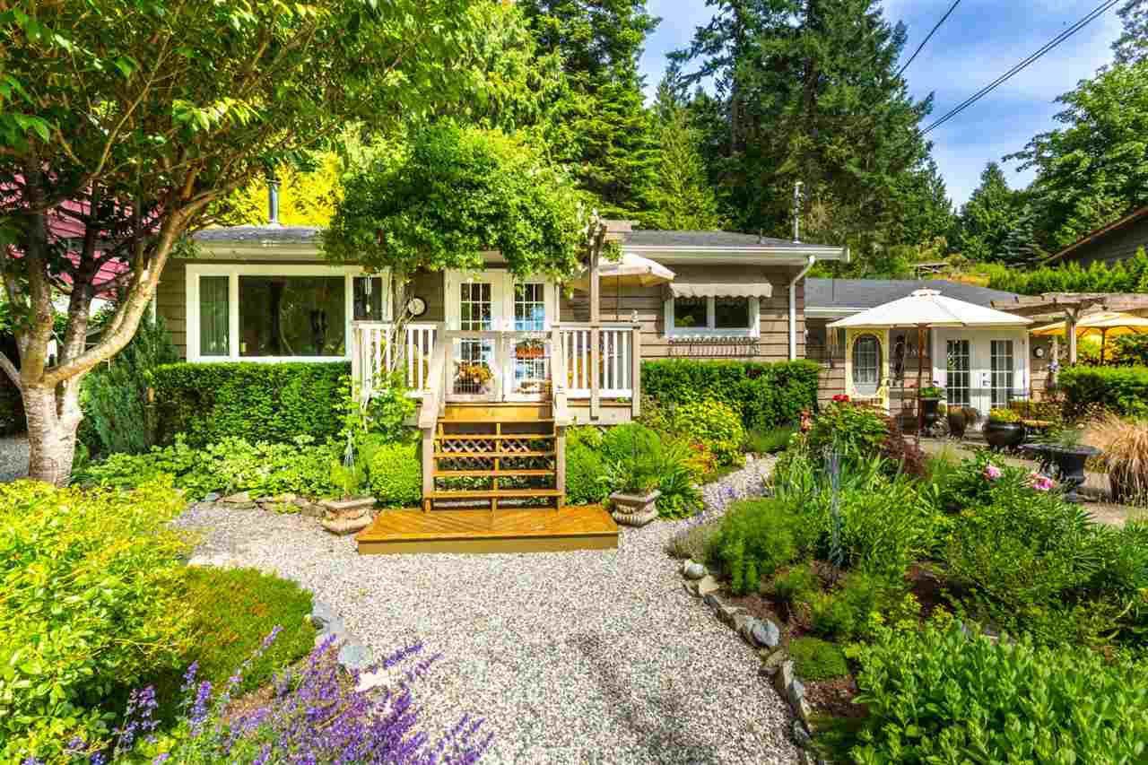 Photo 1: Photos: 8594 REDROOFFS Road in Halfmoon Bay: Halfmn Bay Secret Cv Redroofs House for sale (Sunshine Coast)  : MLS®# R2177411
