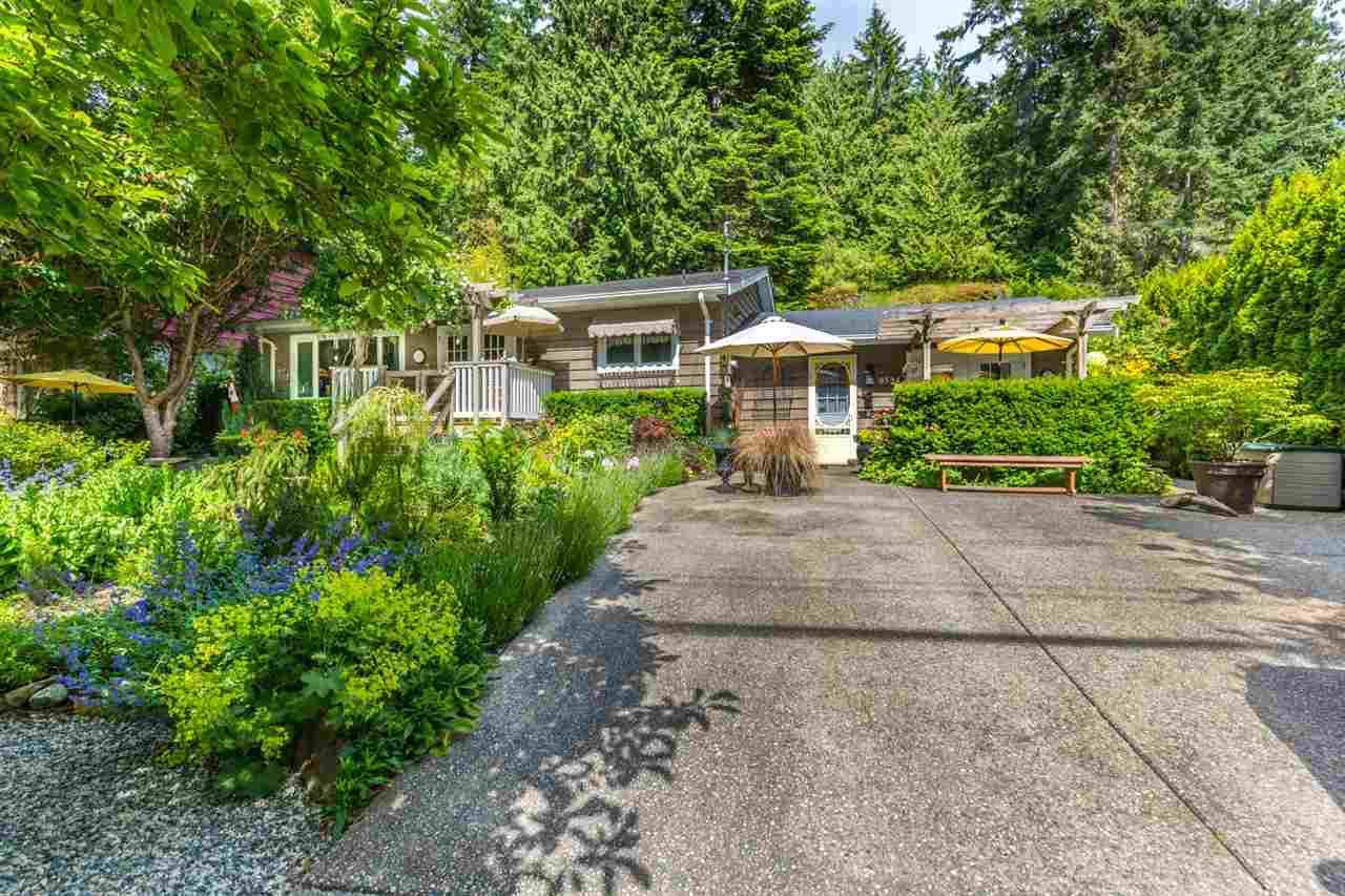 Photo 3: Photos: 8594 REDROOFFS Road in Halfmoon Bay: Halfmn Bay Secret Cv Redroofs House for sale (Sunshine Coast)  : MLS®# R2177411