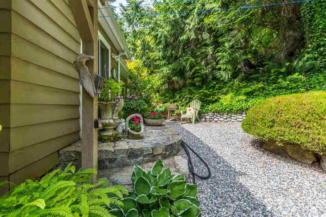 Photo 16: Photos: 8594 REDROOFFS Road in Halfmoon Bay: Halfmn Bay Secret Cv Redroofs House for sale (Sunshine Coast)  : MLS®# R2177411
