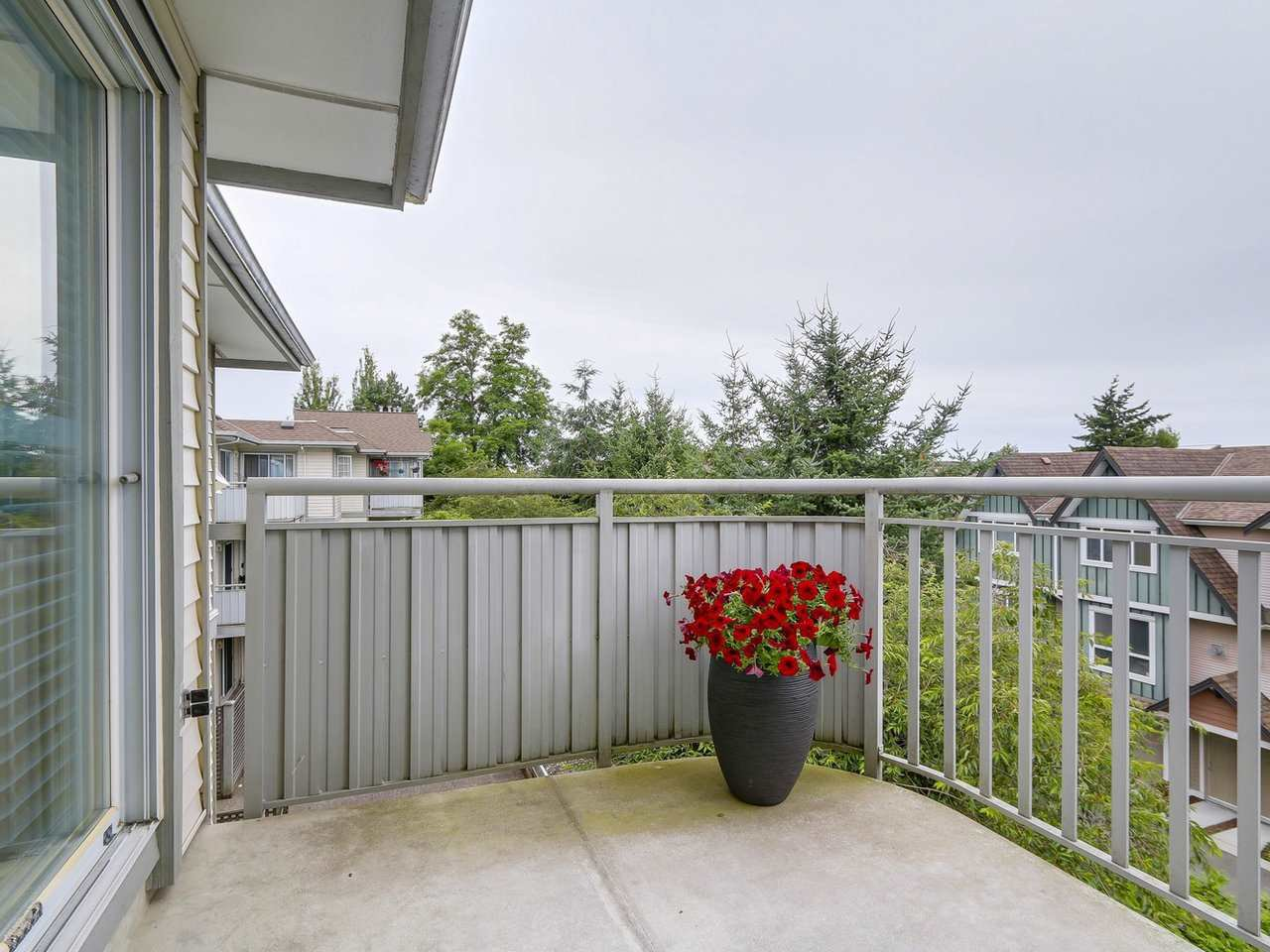Photo 11: Photos: 304 8120 BENNETT Road in Richmond: Brighouse South Condo for sale : MLS®# R2191205