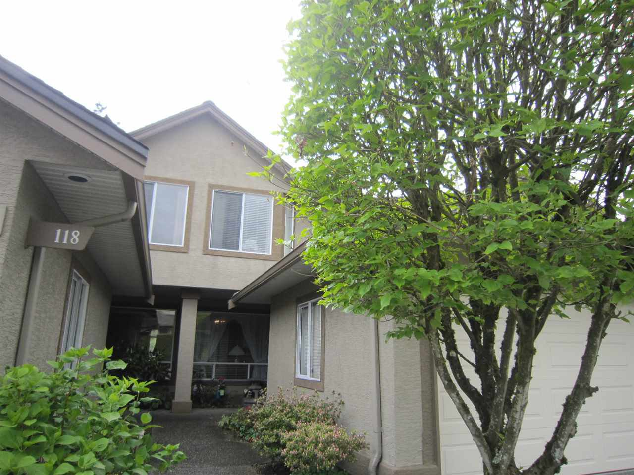 "Main Photo: 119 15988 83 Avenue in Surrey: Fleetwood Tynehead Townhouse for sale in ""GLENRIDGE ESTATES"" : MLS®# R2192363"