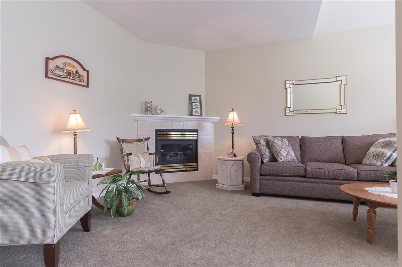 Photo 5: Photos: 46007 HIGGINSON Road in Sardis: Sardis East Vedder Rd House for sale : MLS®# R2252891