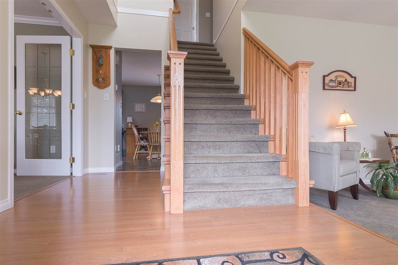 Photo 3: Photos: 46007 HIGGINSON Road in Sardis: Sardis East Vedder Rd House for sale : MLS®# R2252891