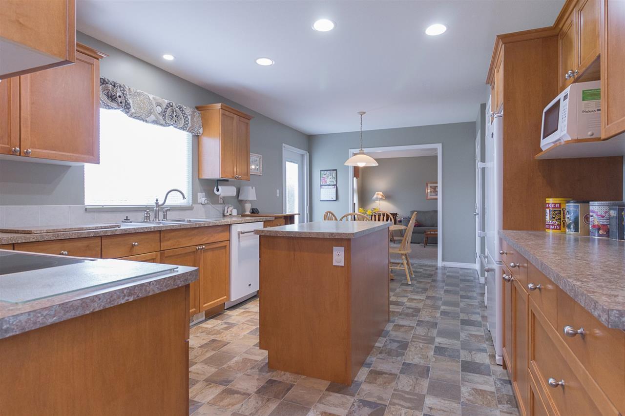 Photo 7: Photos: 46007 HIGGINSON Road in Sardis: Sardis East Vedder Rd House for sale : MLS®# R2252891