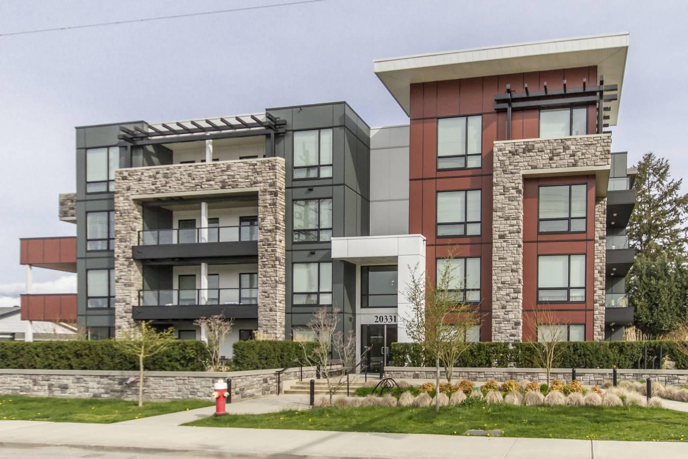 "Main Photo: 102 20331 DEWDNEY TRUNK Road in Maple Ridge: Northwest Maple Ridge Condo for sale in ""MEADOWS POINTE"" : MLS®# R2258218"
