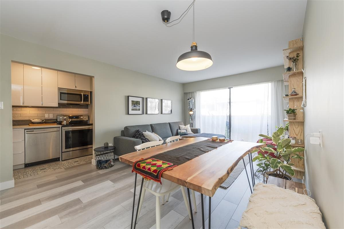 "Main Photo: 203 2255 W 5TH Avenue in Vancouver: Kitsilano Condo for sale in ""VILLA FIORITA"" (Vancouver West)  : MLS®# R2435846"