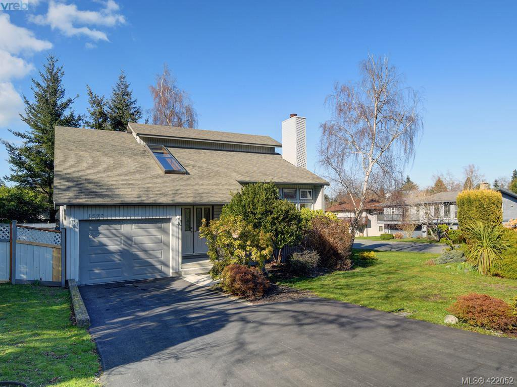 Main Photo: 1592 Thelma Pl in VICTORIA: SE Mt Doug Single Family Detached for sale (Saanich East)  : MLS®# 835420