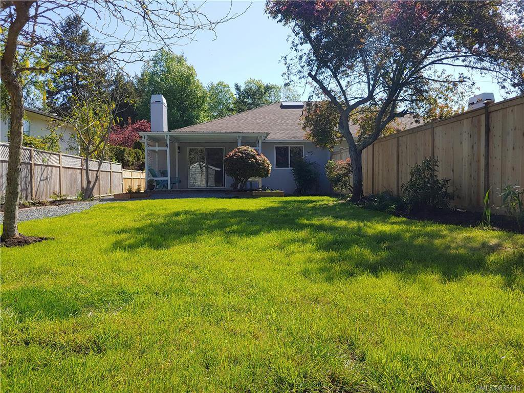 Main Photo: 9448 Maryland Dr in Sidney: Si Sidney South-East Half Duplex for sale : MLS®# 836414