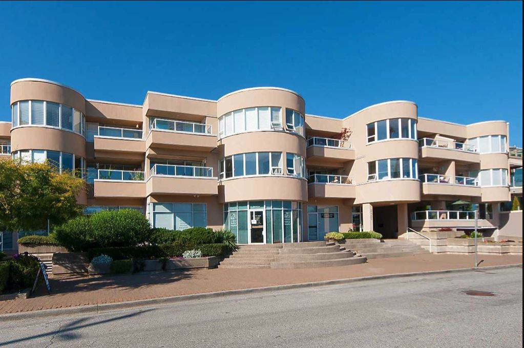 "Main Photo: 305 2455 BELLEVUE Avenue in West Vancouver: Dundarave Condo for sale in ""Bellevue West"" : MLS®# R2497772"
