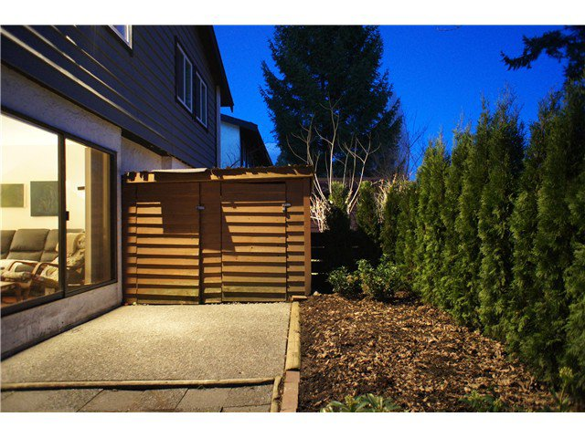 Main Photo: 962 HOWIE Avenue in Coquitlam: Central Coquitlam Townhouse for sale : MLS®# V1053138
