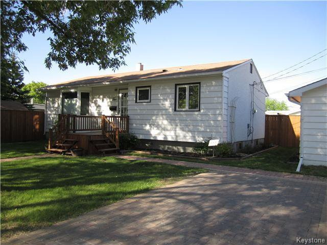 2 Alderwood Road! Paving stone drive with parking for 3!