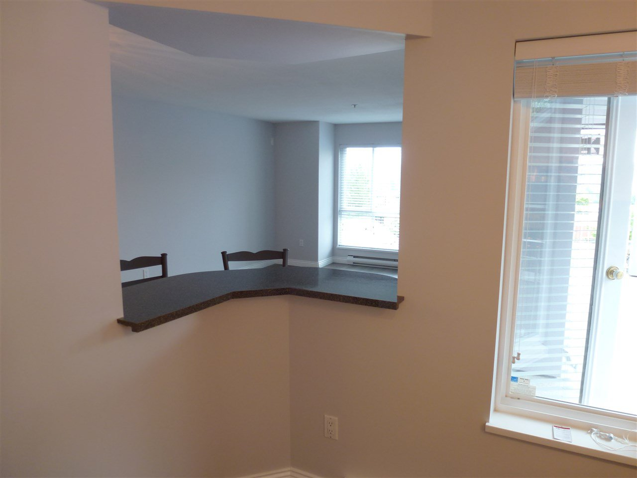 "Photo 6: Photos: 305 624 AGNES Street in New Westminster: Downtown NW Condo for sale in ""MCKENZIE STEPS"" : MLS®# R2171513"
