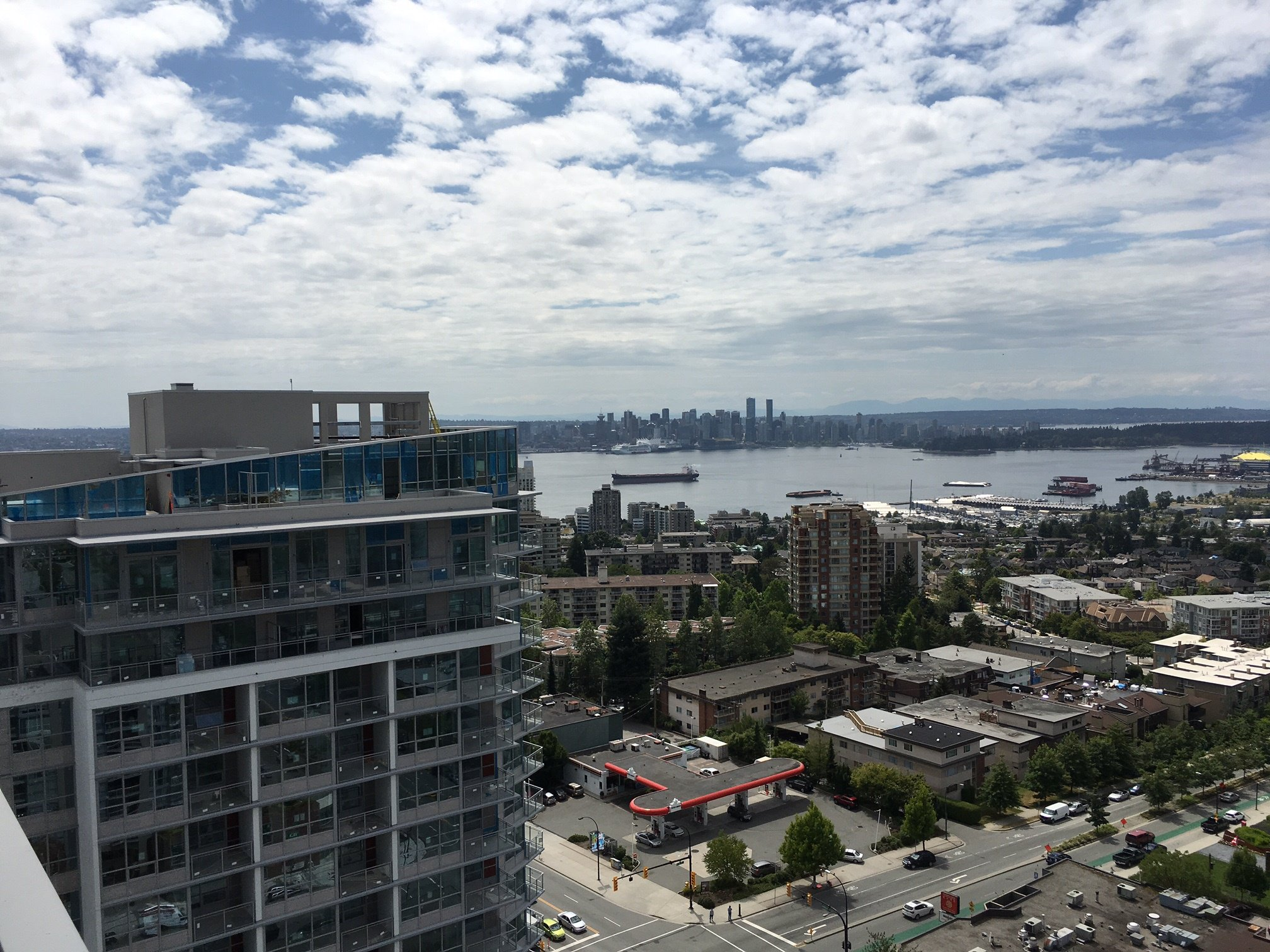 Photo 9: Photos: 112 E.13th Street in North Vancouver: Central Lonsdale Condo for rent