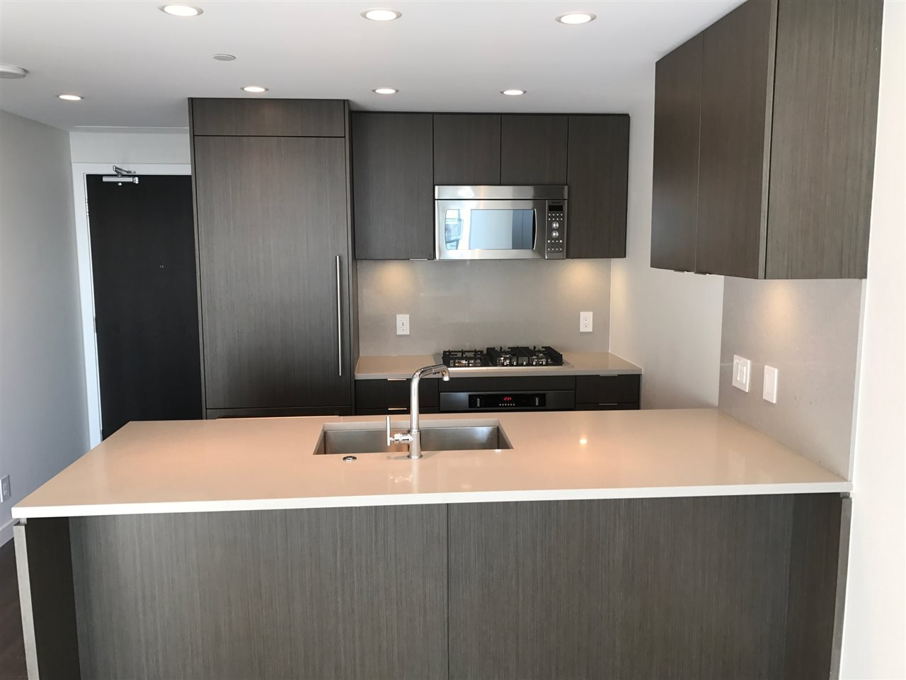 Photo 15: Photos: 112 E.13th Street in North Vancouver: Central Lonsdale Condo for rent