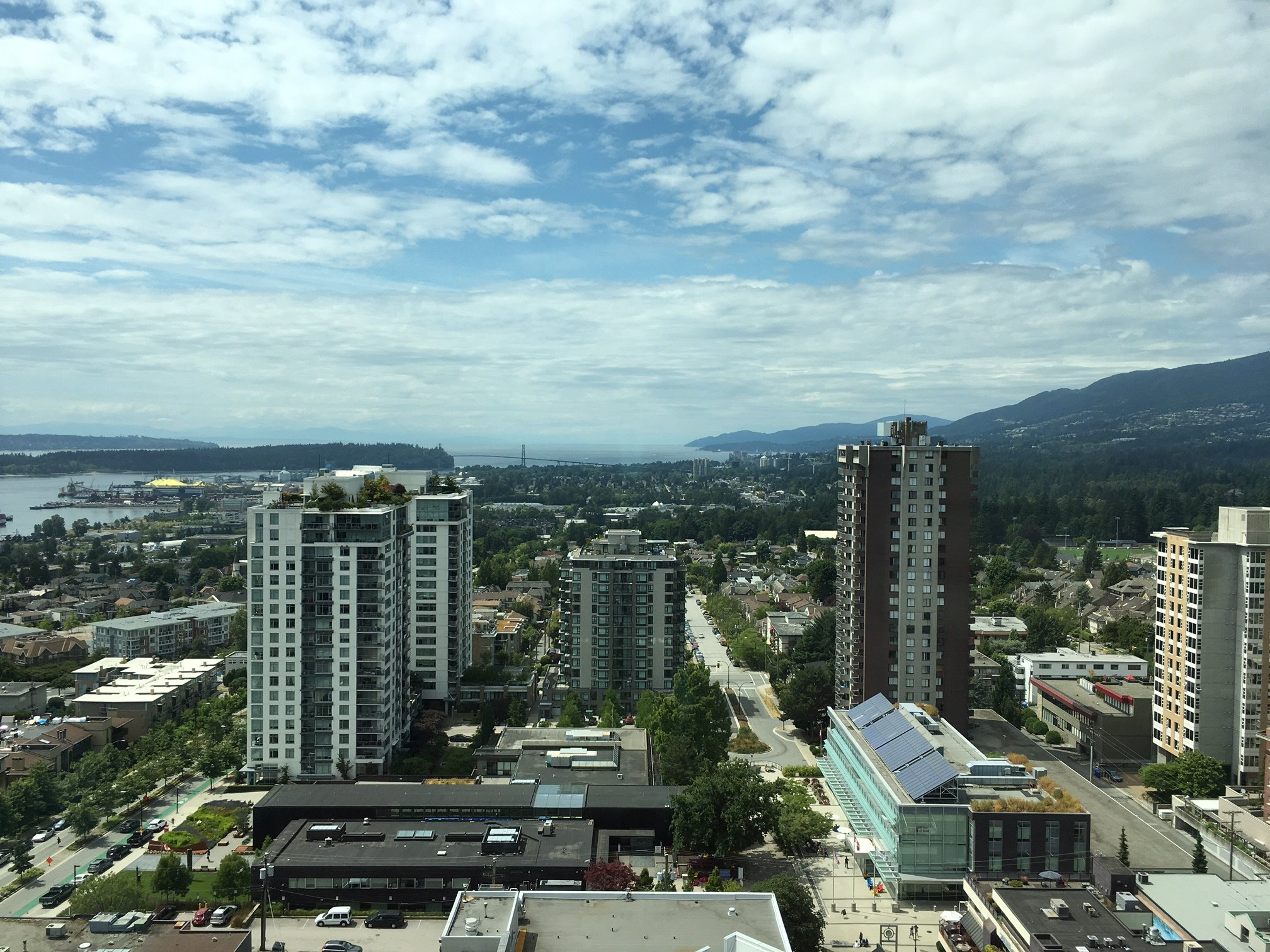 Photo 8: Photos: 112 E.13th Street in North Vancouver: Central Lonsdale Condo for rent