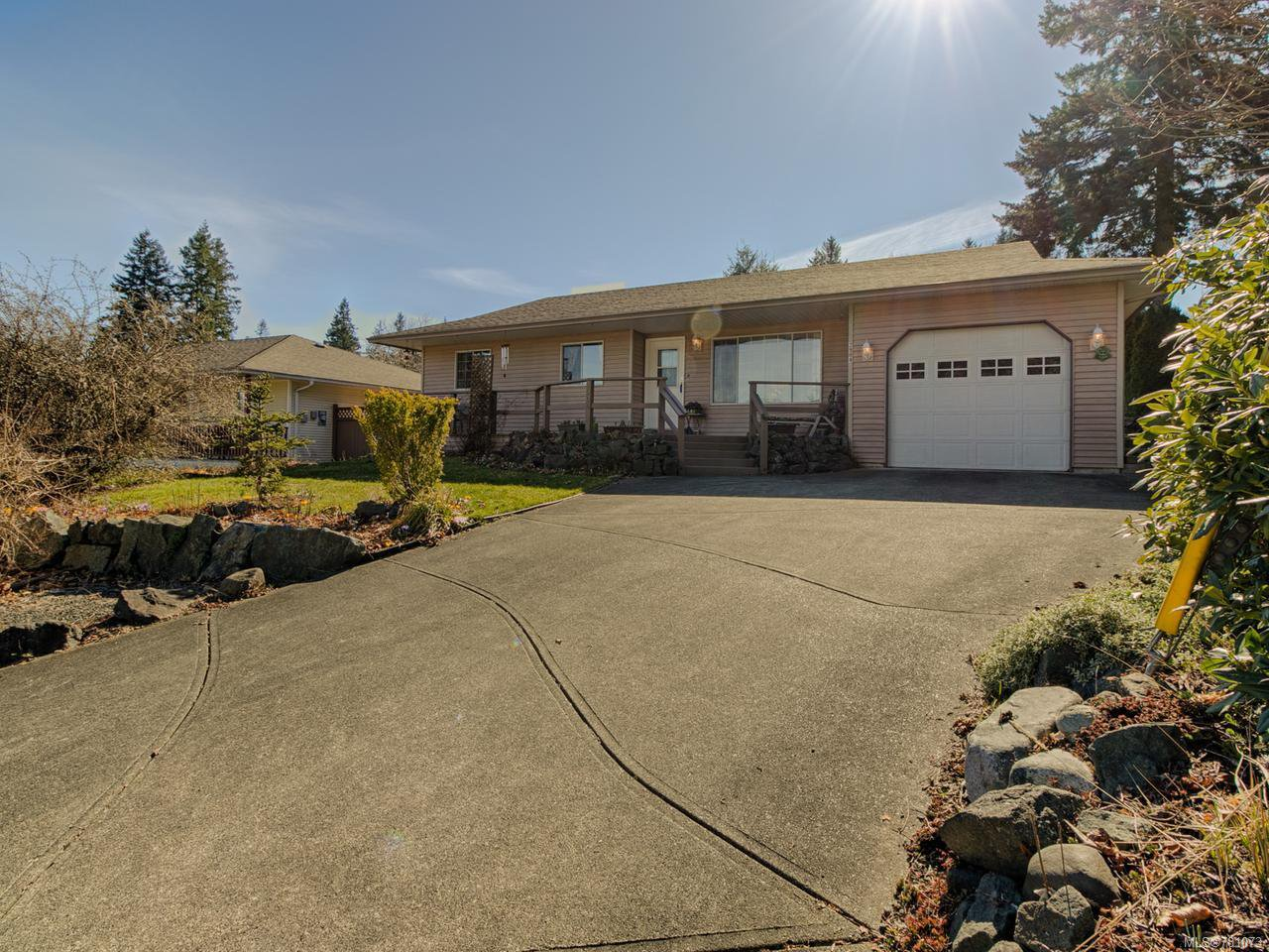 Main Photo: 2904 Apple Dr in CAMPBELL RIVER: CR Willow Point House for sale (Campbell River)  : MLS®# 781073