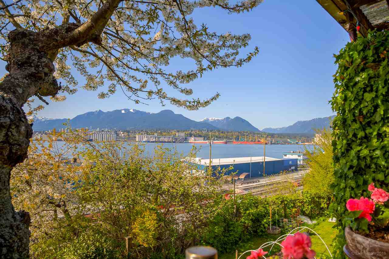 Main Photo: 2341 WALL Street in Vancouver: Hastings House for sale (Vancouver East)  : MLS®# R2262630