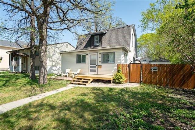 Main Photo: 291 Parkview Street in Winnipeg: St James Residential for sale (5E)  : MLS®# 1812988