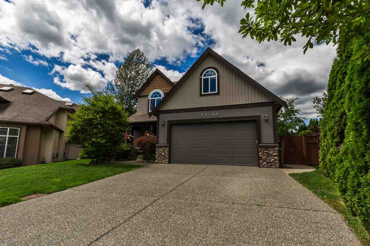 "Main Photo: 11009 237B Street in Maple Ridge: Cottonwood MR House for sale in ""Rainbow Ridge"" : MLS®# R2284249"