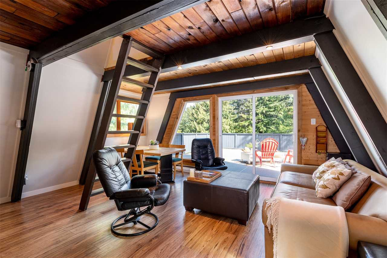 "Main Photo: 8409 MATTERHORN Drive in Whistler: Alpine Meadows House for sale in ""ALPINE MEADOWS"" : MLS®# R2380534"