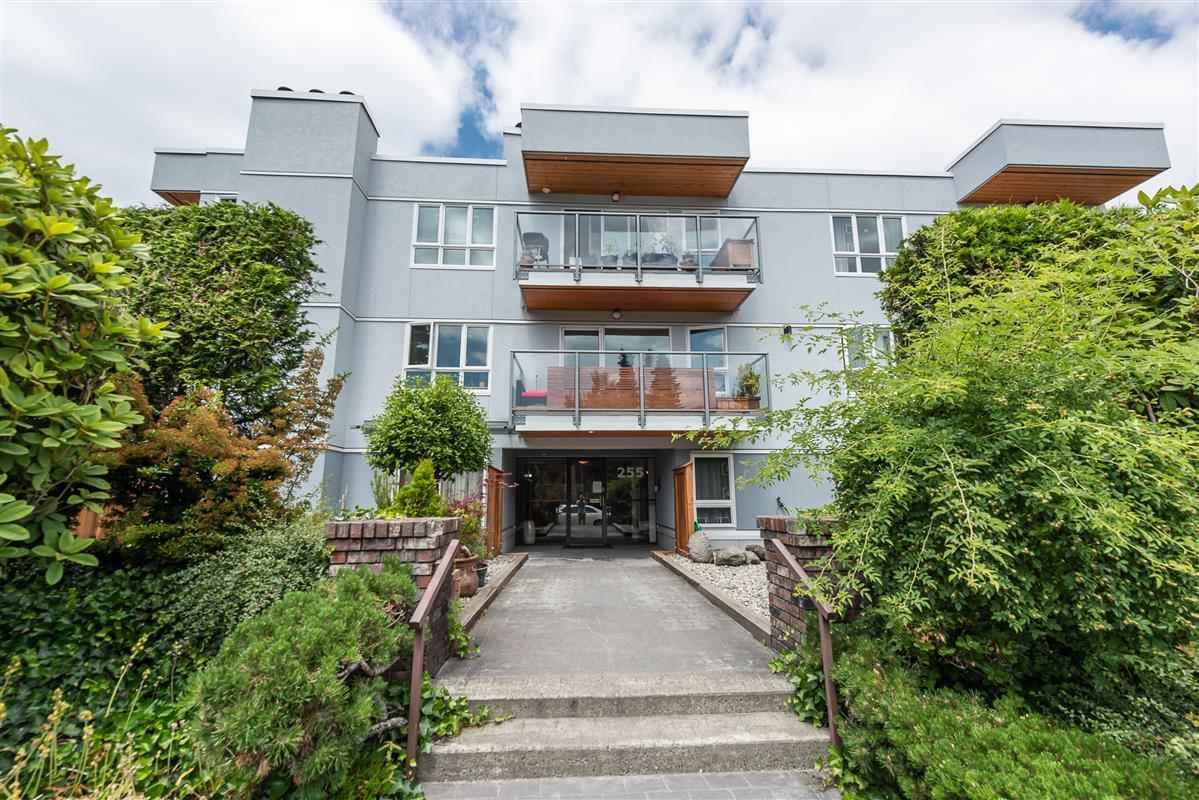 Main Photo: 207 255 E 14TH Avenue in Vancouver: Mount Pleasant VE Condo for sale (Vancouver East)  : MLS®# R2385168