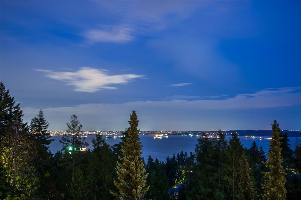 Photo 1: Photos: 4936 EDENDALE LANE in West Vancouver: Caulfeild House for sale : MLS®# R2403574