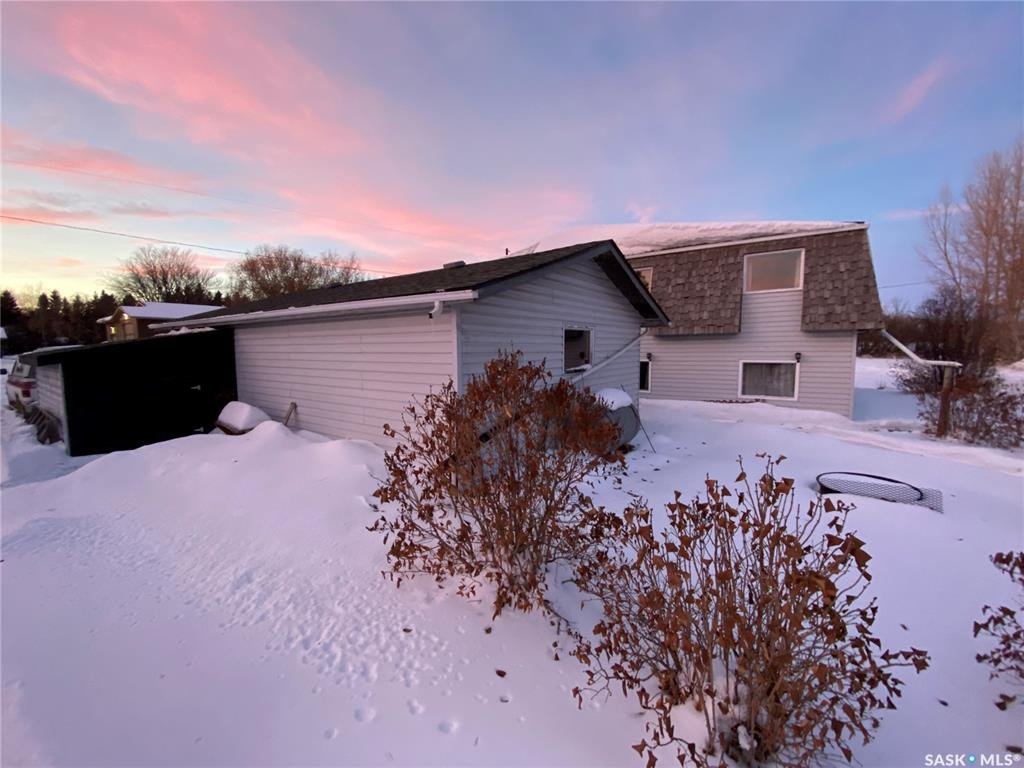 Main Photo: 329 2nd Street East in Annaheim: Residential for sale : MLS®# SK837537