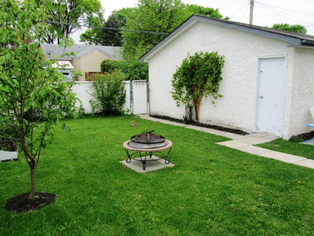 Photo 3: Photos: 410 SEVEN OAKS Avenue in WINNIPEG: West Kildonan / Garden City Residential for sale (North West Winnipeg)  : MLS®# 1110961