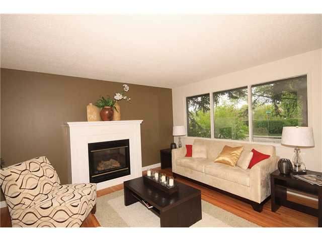 Photo 2: Photos: 2703 43 Street SW in CALGARY: Glenbrook Residential Detached Single Family for sale (Calgary)  : MLS®# C3480086