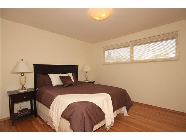Photo 11: Photos: 2703 43 Street SW in CALGARY: Glenbrook Residential Detached Single Family for sale (Calgary)  : MLS®# C3480086
