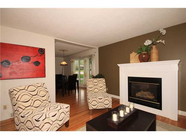 Photo 3: Photos: 2703 43 Street SW in CALGARY: Glenbrook Residential Detached Single Family for sale (Calgary)  : MLS®# C3480086