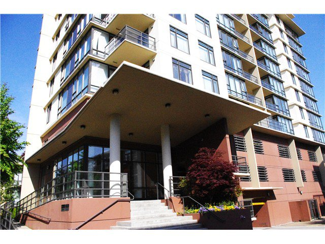 "Main Photo: 817 9171 FERNDALE Road in Richmond: McLennan North Condo for sale in ""FULLERTON"" : MLS®# V1053015"