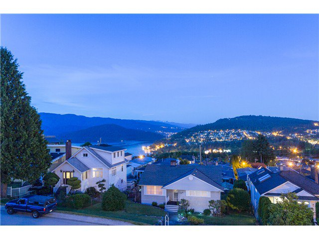 Main Photo: 15 N ELLESMERE Avenue in Burnaby: Capitol Hill BN House for sale (Burnaby North)  : MLS®# V1070757