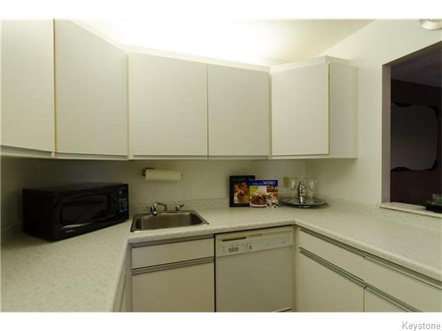 Photo 6: Photos: 481 Thompson Drive in WINNIPEG: St James Condominium for sale (West Winnipeg)  : MLS®# 1600654