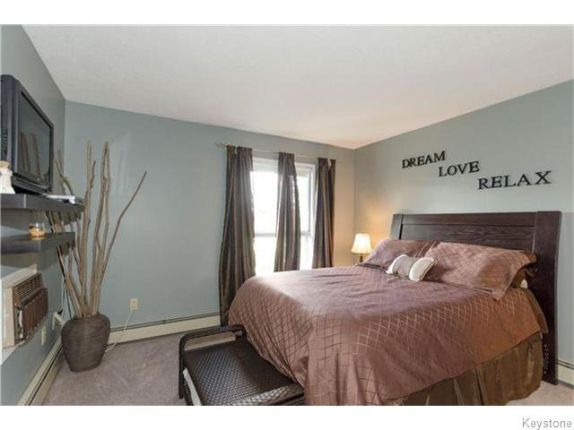 Photo 8: Photos: 481 Thompson Drive in WINNIPEG: St James Condominium for sale (West Winnipeg)  : MLS®# 1600654