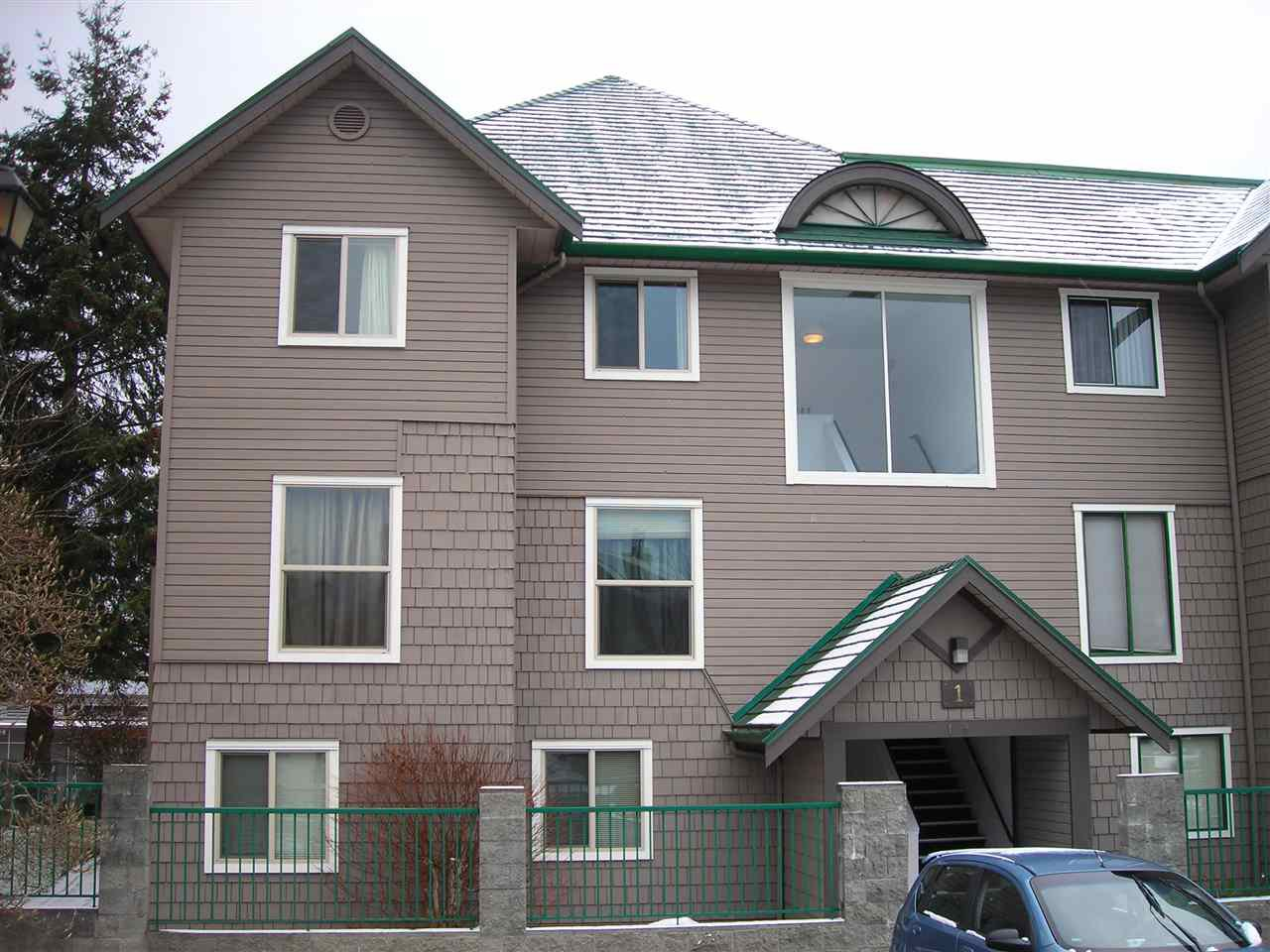 Main Photo: 1 622 FARNHAM Road in Gibsons: Gibsons & Area Condo for sale (Sunshine Coast)  : MLS®# R2128861