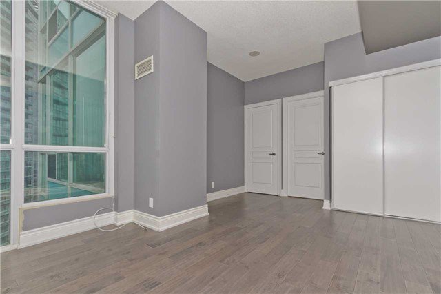 Photo 10: Photos: 1804 3939 Duke Of York Boulevard in Mississauga: City Centre Condo for lease : MLS®# W3689485