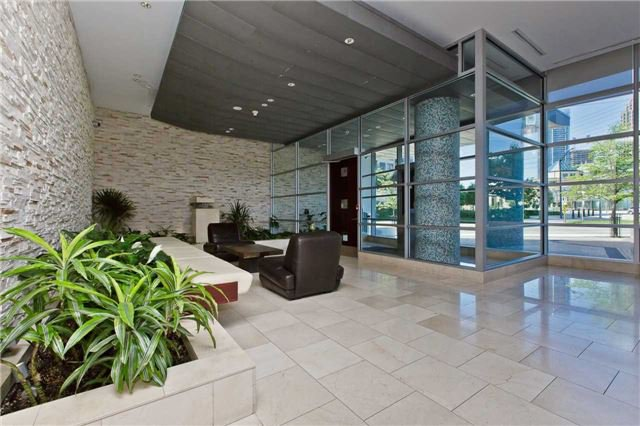 Photo 17: Photos: 1804 3939 Duke Of York Boulevard in Mississauga: City Centre Condo for lease : MLS®# W3689485