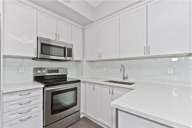 Photo 4: Photos: 1804 3939 Duke Of York Boulevard in Mississauga: City Centre Condo for lease : MLS®# W3689485