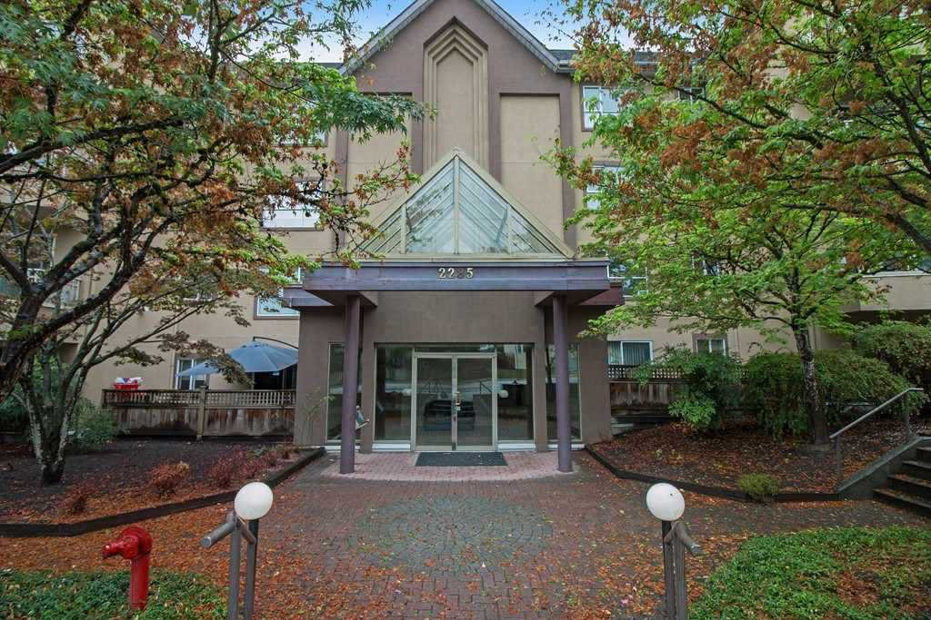"Main Photo: 210 2285 PITT RIVER Road in Port Coquitlam: Central Pt Coquitlam Condo for sale in ""SHAUGHNESSY MANOR"" : MLS®# R2233652"