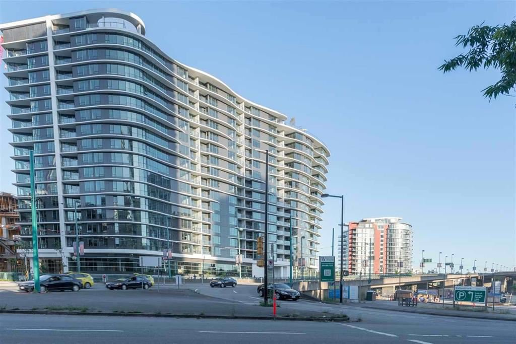 Main Photo: 2051 38 Smithe in Vancouver: Condo  : MLS®# R2222699