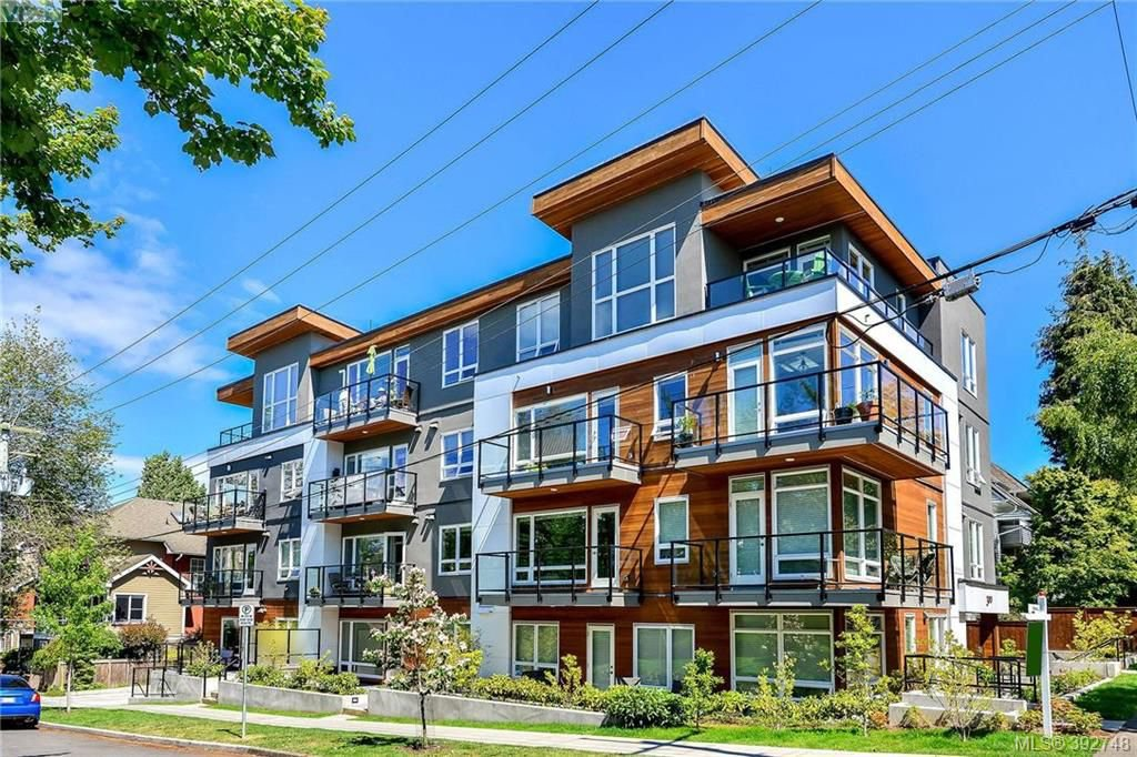 Main Photo: 304 300 Michigan Street in VICTORIA: Vi James Bay Condo Apartment for sale (Victoria)  : MLS®# 392748