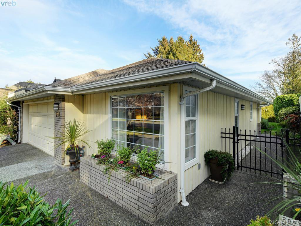 Main Photo: 997 Scottswood Close in VICTORIA: SE Broadmead House for sale (Saanich East)  : MLS®# 804307