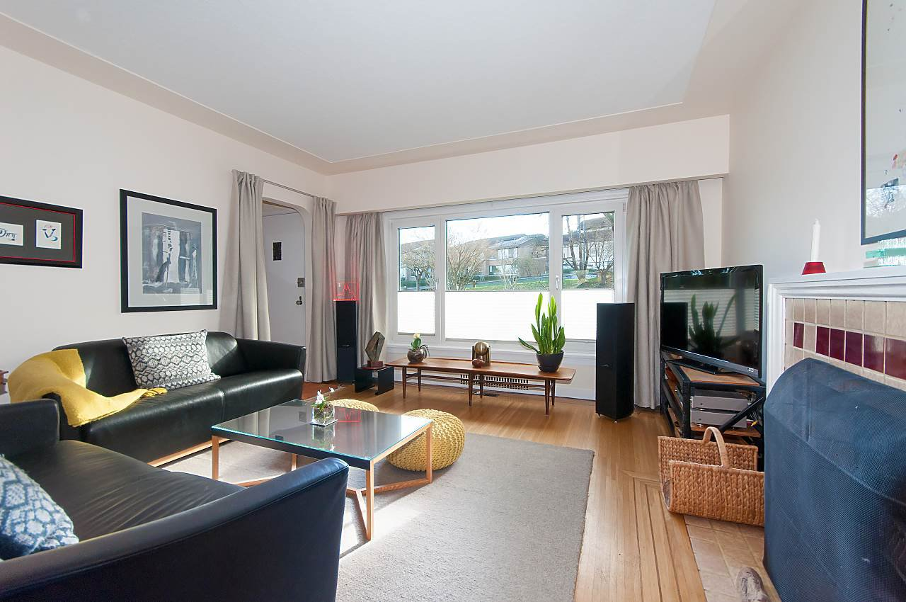 Photo 4: Photos: 3335 W 16TH Avenue in Vancouver: Kitsilano House for sale (Vancouver West)  : MLS®# R2339053